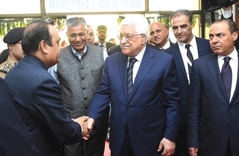 Modi assures Palestine Prez of support days before Israel visit