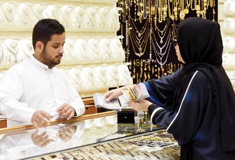 At Riyadh gold souq, 'Saudization' spells scarcity of salesmen